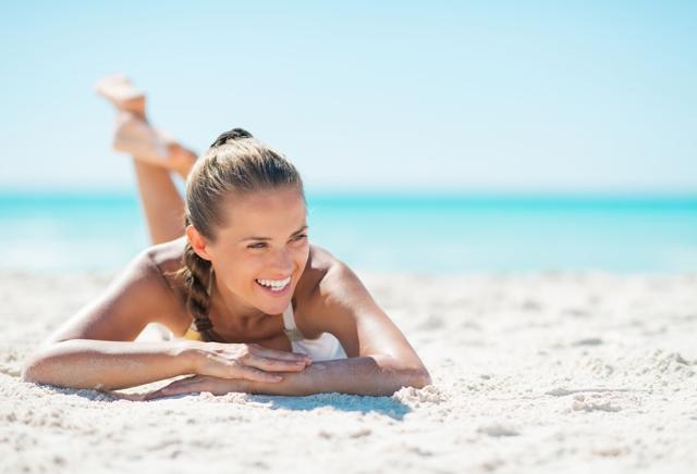 Как правильно использовать солнцезащитные кремы: когда и как наносить на лицо и тело и другие важные нюансы