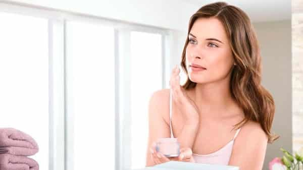 Средства от пигментных пятен на лице и теле: как выбрать хорошие аптечные и отбеливающую косметические препараты
