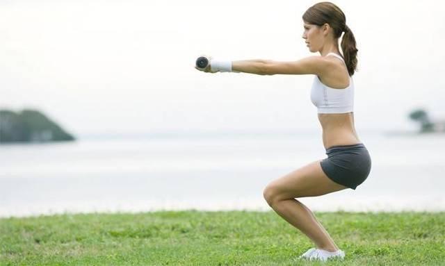 Упражнения от целлюлита на ногах, попе, ягодицах, бедрах для выполнения в домашних условиях, видео