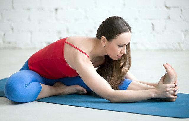 Йога от целлюлита на бедрах и ягодицах: помогает ли, подходящие упражнения, позы, отзывы
