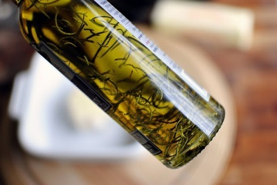 Масло розмарина: свойства и применение, противопоказания, отзывы