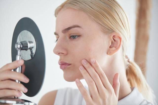 Цинковая мазь от пигментных пятен на лице: правила применения и отзывы об эффективности