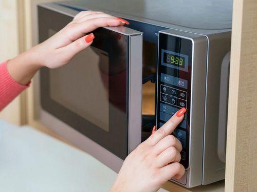 Как растопить воск в домашних условиях для депиляции на водяной бане, в микроволновке, в воскоплаве