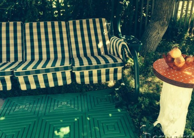 Как загорать в огороде: особенности загара на дачном участке