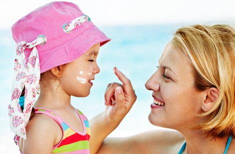 Загар ребенка до одного года и старше: как влияет солнце на грудничка и как правильно загорать