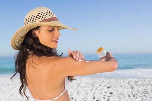 Прыщи и пупырышки после загара на солнце: почему появляются и как их лечить