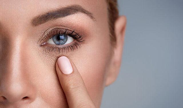 Народные средства от синяков под глазами: убрать мешки и темные круги с помощью картофеля, чайных пакетиков, соды, крахмала и другие способы