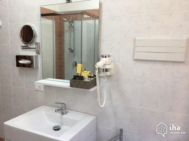 Настенный фен для сушки волос: кому нужен и как пользоваться дома, в гостинице и бассейне