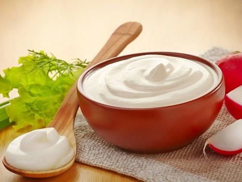 Маска из сметаны для лица от морщин в домашних условиях: рецепты омолаживающих смесей, отзывы