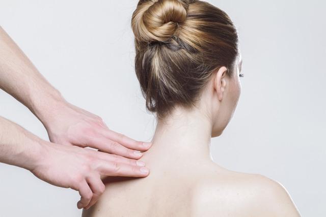 Антицеллюлитный массаж в домашних условиях: как правильно делать, видео уроки для начинающих