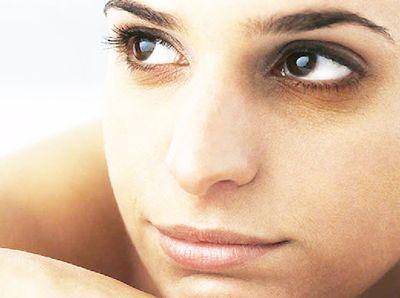 Как убрать темные круги под глазами: избавиться от синяков средствами косметологии