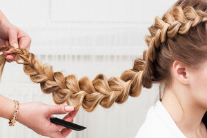 Как заплести косу девочке красиво и просто, фото пошагово для начинающих на длинные, средние и короткие волосы, видео