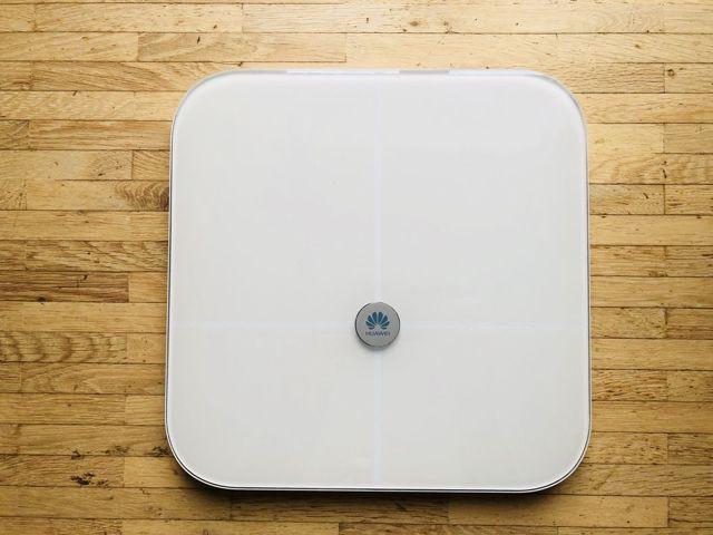 «Умные» напольные электронные весы с анализатором состава тела (вода, жир, мышечная и костная масса)