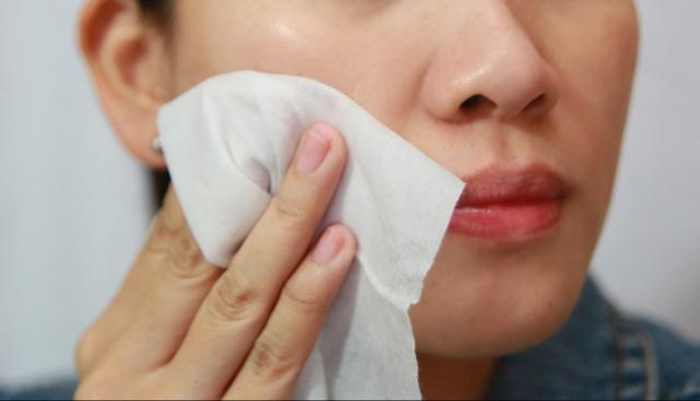 Скраб от черных точек на лице: как выбрать или сделать в домашних условиях