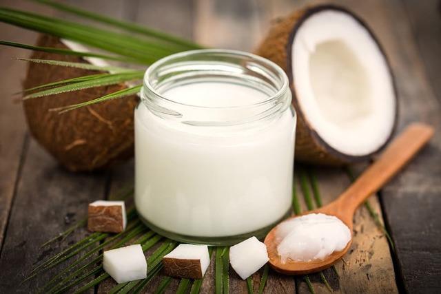 Кокосовое масло для лица: способы применения в косметологии, рецепты масок от морщин, для губ, бровей, отзывы