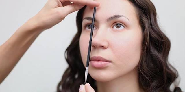 Как правильно придать красивую форму бровям в домашних условиях, выщипать их и сделать коррекцию, пошаговые инструкции с фото
