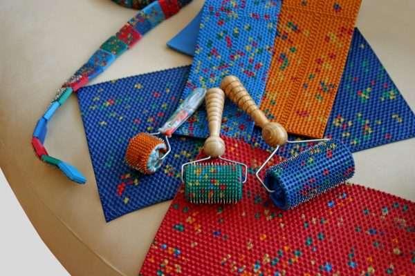 Аппликатор Кузнецова: что это, польза и вред тибетского коврика-массажера, отзывы и инструкция по применению, фото