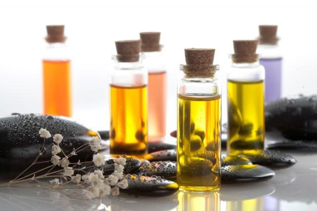 Абрикосовое масло для лица: способы применения от морщин, для ресниц, носа, бровей, полезные свойства, отзывы