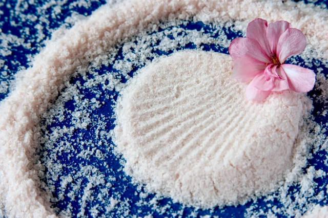 Антицеллюлитный массаж бедер, ягодиц, ног: как делать, противопоказания, видео, отзывы